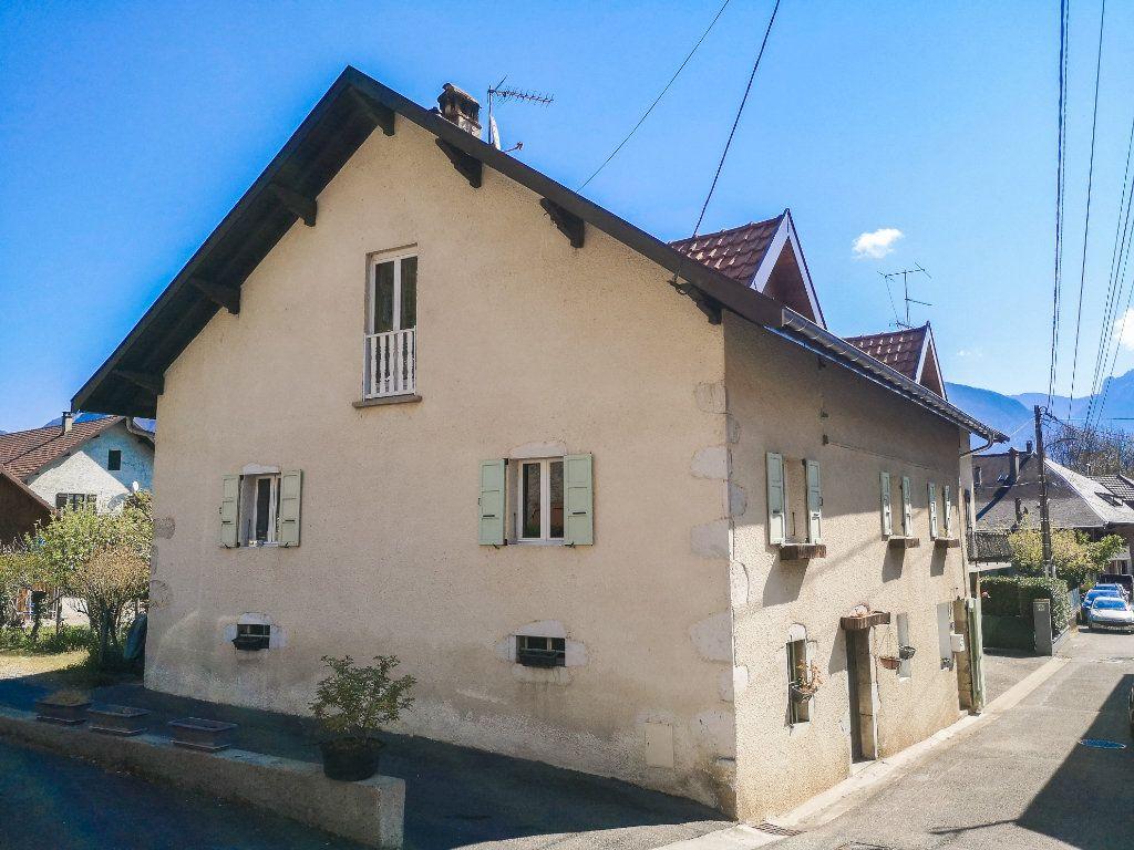 Maison à vendre 9 195m2 à Sévrier vignette-1