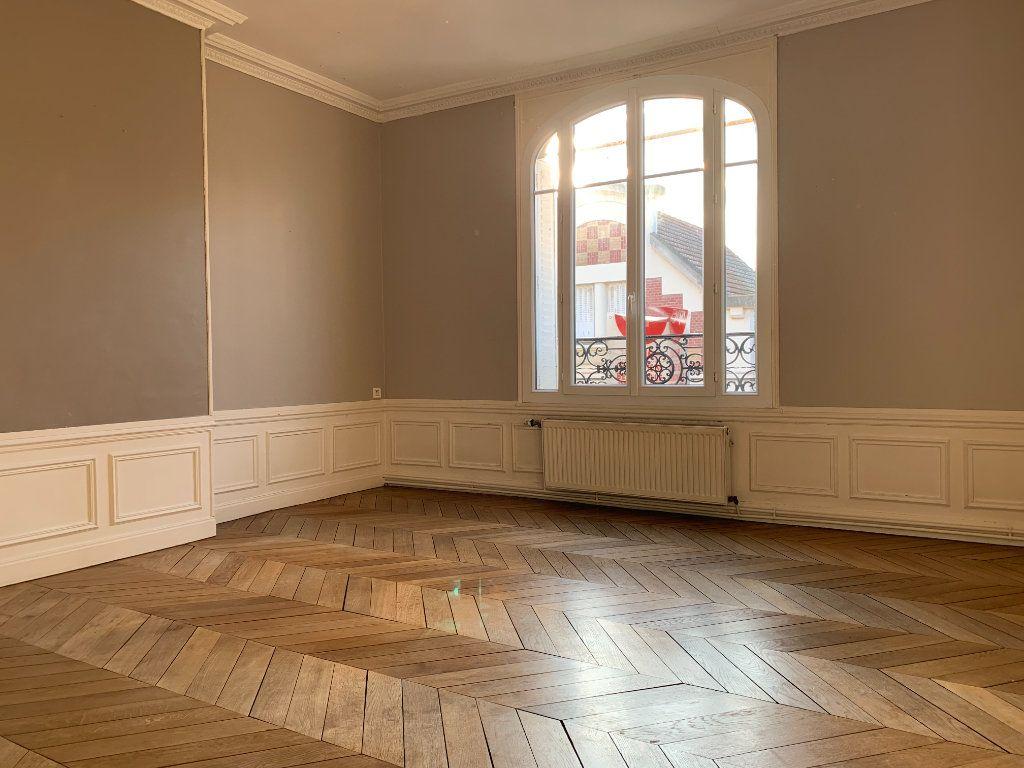 Appartement à louer 3 120m2 à Chauny vignette-2