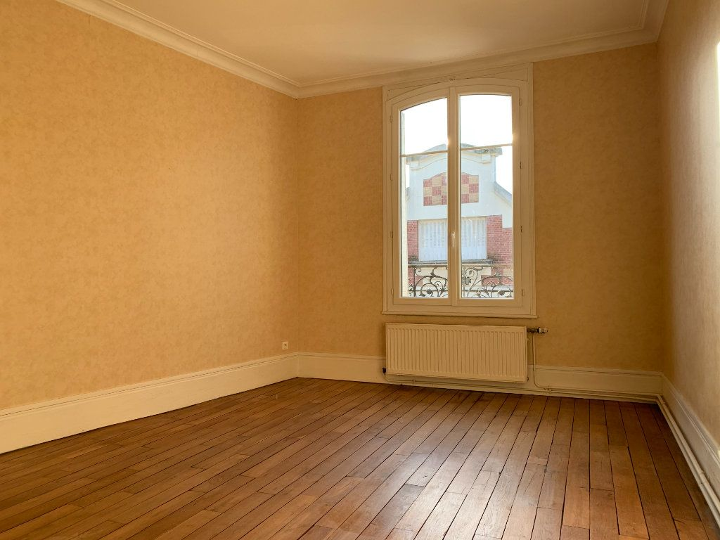 Appartement à louer 3 120m2 à Chauny vignette-3