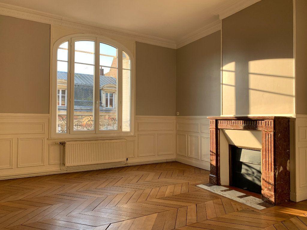 Appartement à louer 3 120m2 à Chauny vignette-4