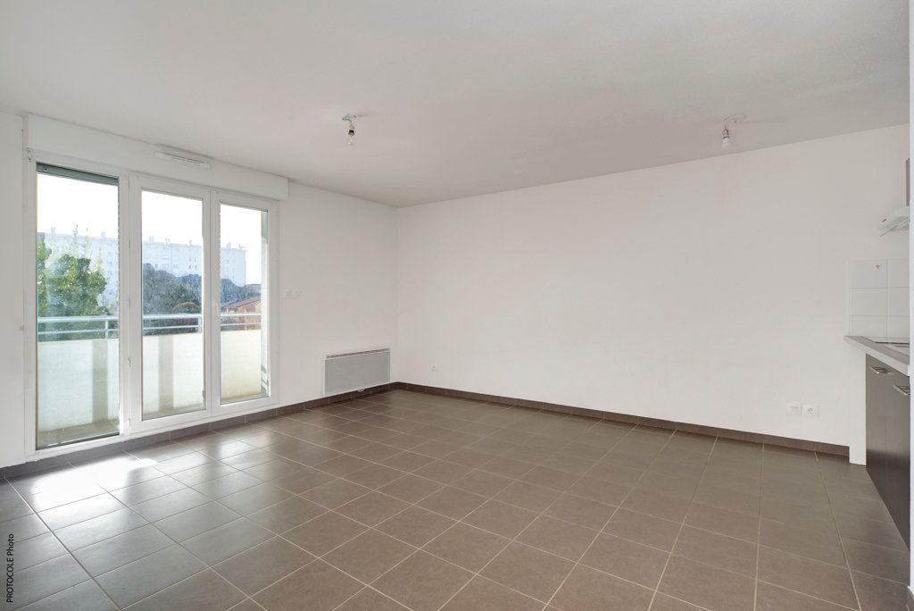 Appartement à louer 3 52.25m2 à Toulouse vignette-2