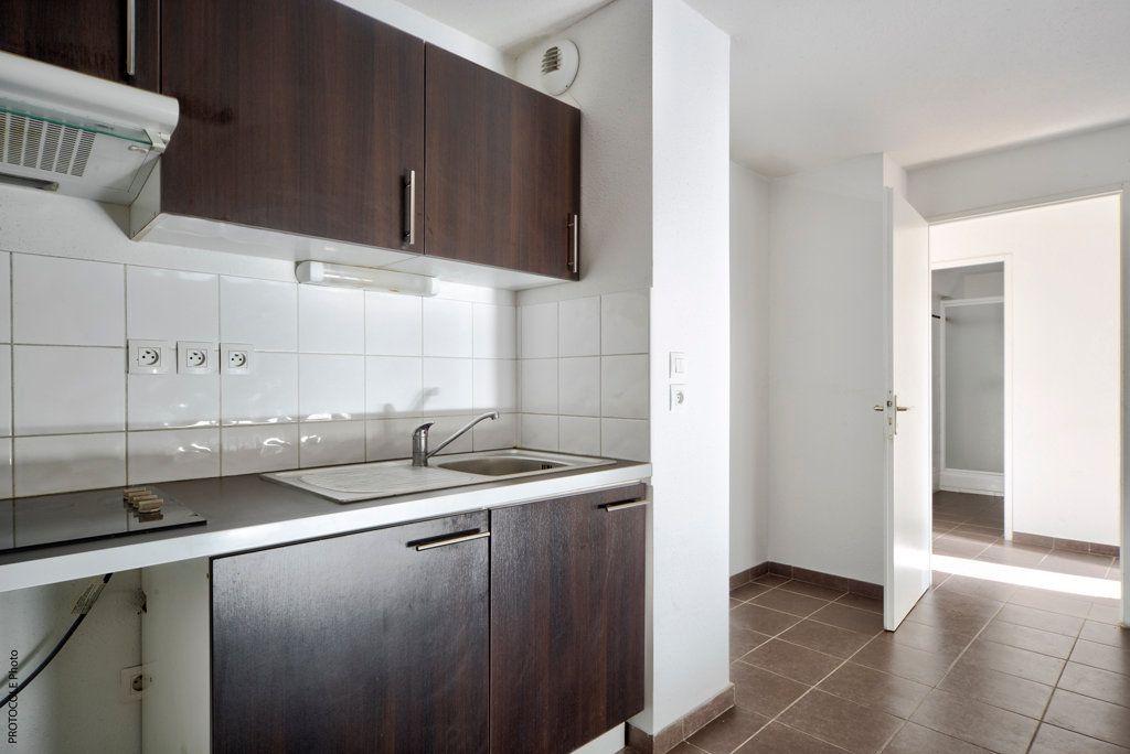 Appartement à louer 3 52.25m2 à Toulouse vignette-6