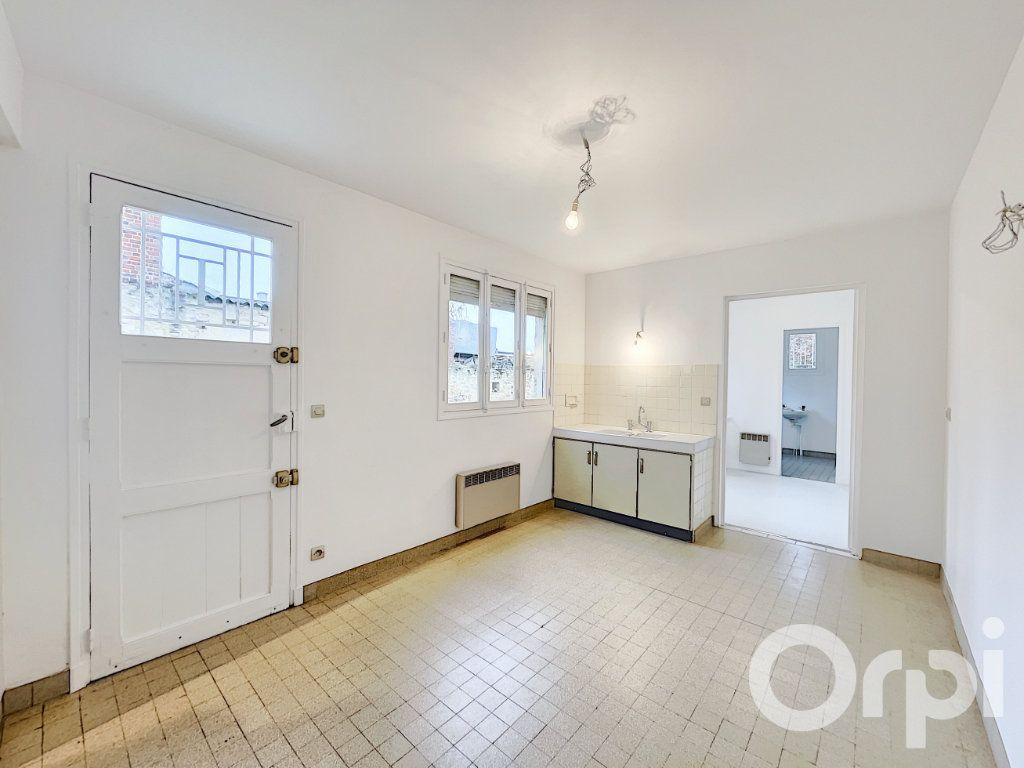 Appartement à louer 2 62m2 à Clermont vignette-3