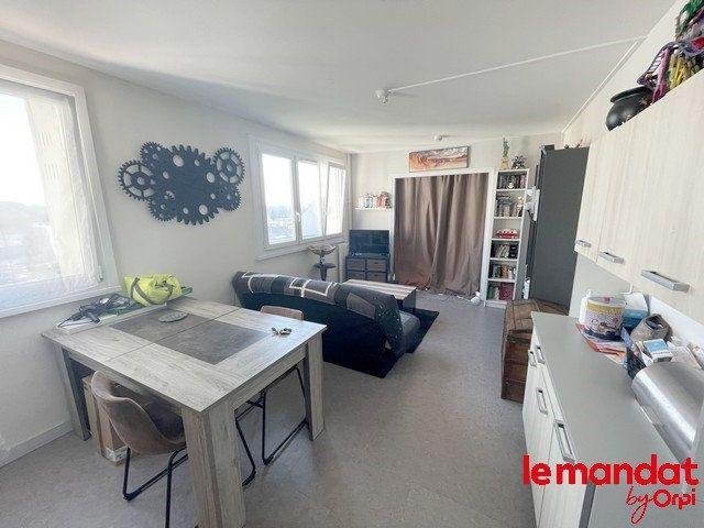 Appartement à vendre 2 40m2 à Clermont vignette-1