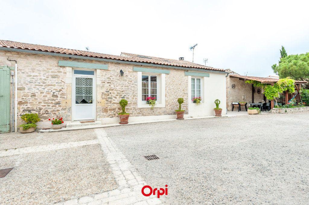 Maison à vendre 12 345m2 à Saint-Vivien vignette-1