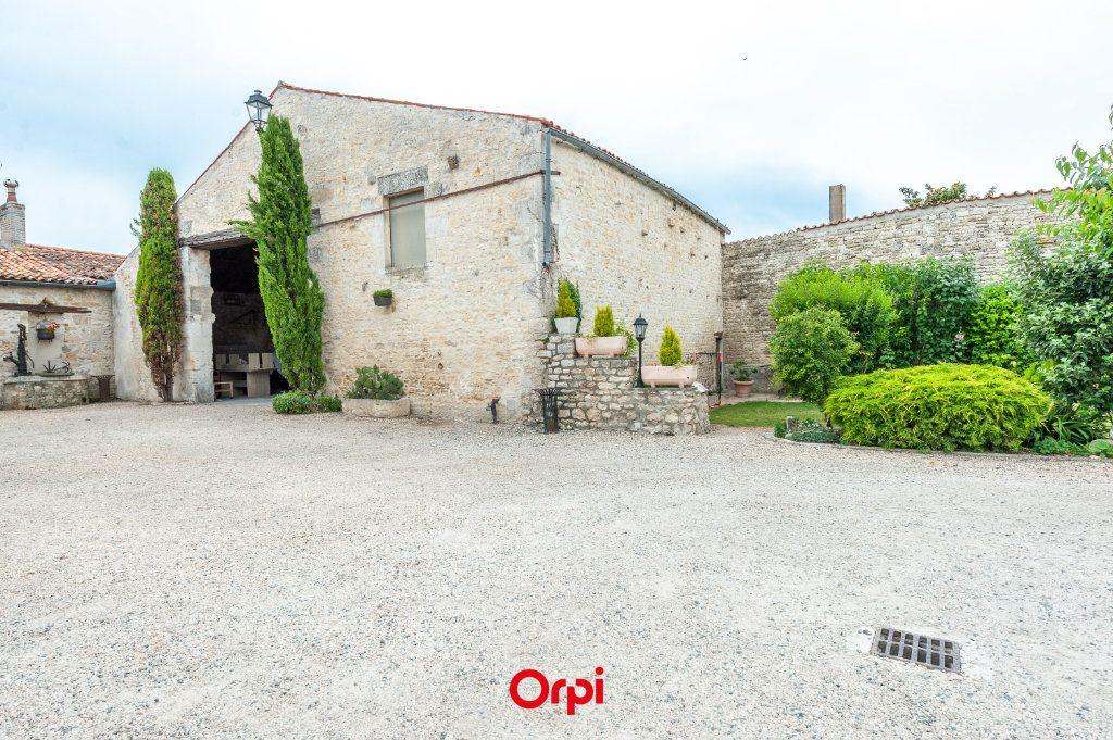 Maison à vendre 12 345m2 à Saint-Vivien vignette-3