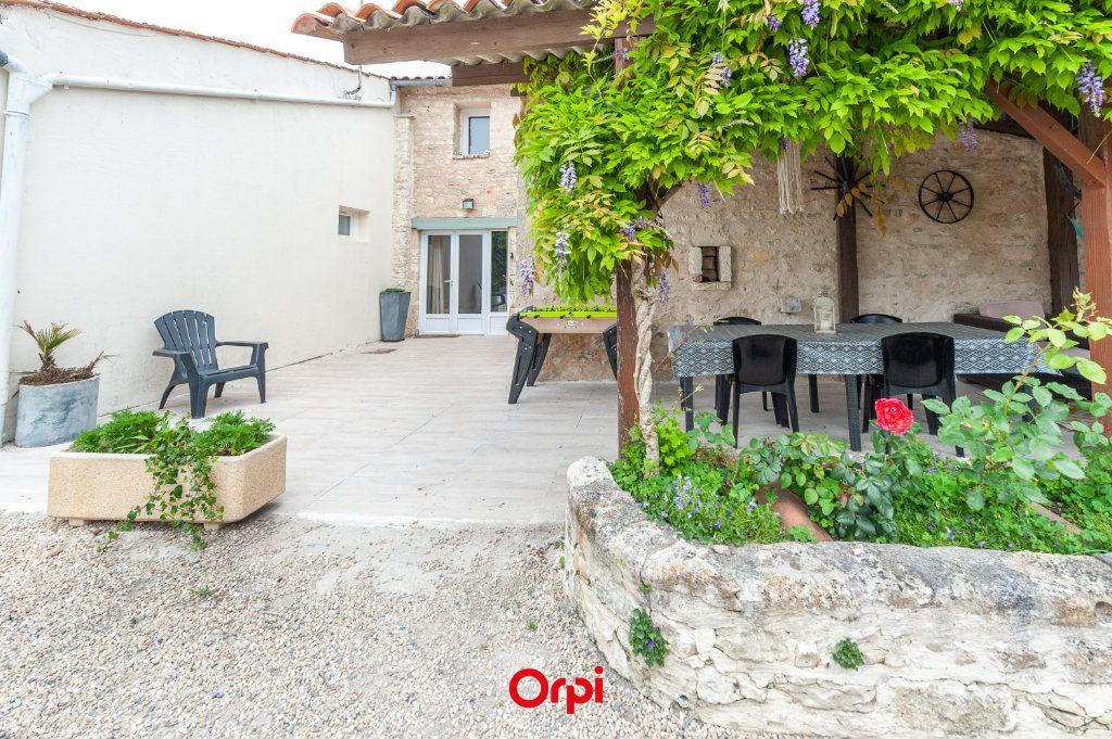 Maison à vendre 12 345m2 à Saint-Vivien vignette-4