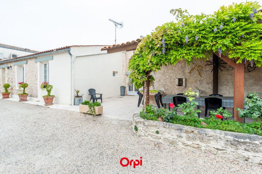 Maison à vendre 12 345m2 à Saint-Vivien vignette-5