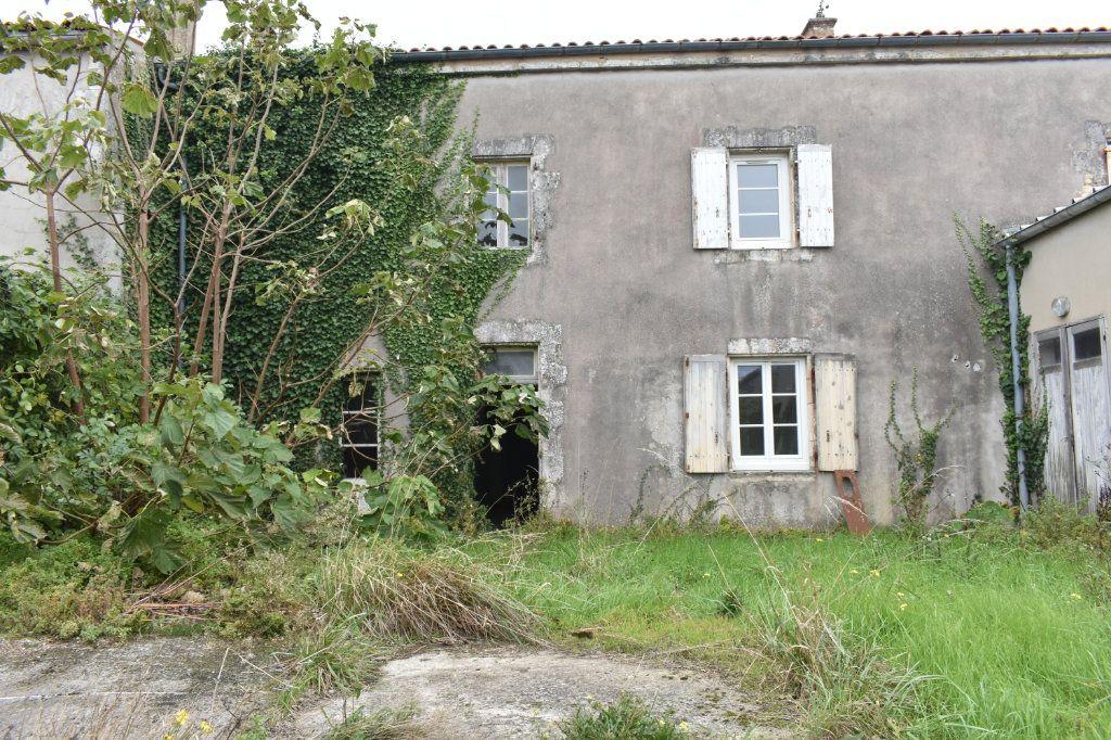 Maison à vendre 8 177m2 à Angoulins vignette-1