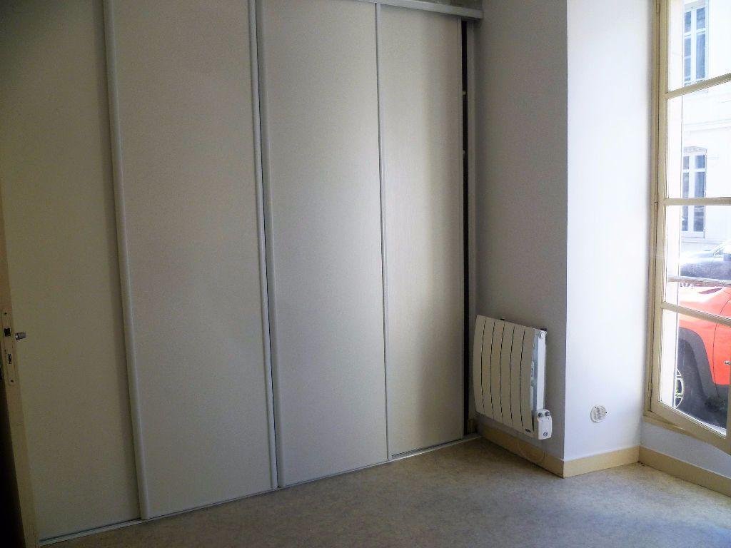 Appartement à louer 2 37m2 à La Rochelle vignette-5