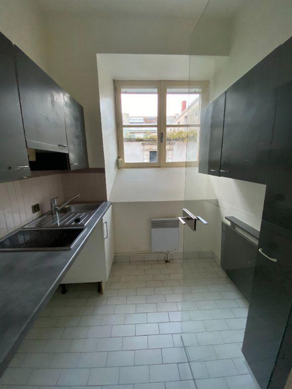 Appartement à louer 2 37m2 à La Rochelle vignette-6