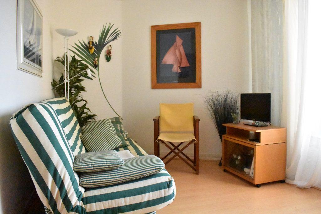 Appartement à louer 1 24m2 à La Rochelle vignette-1