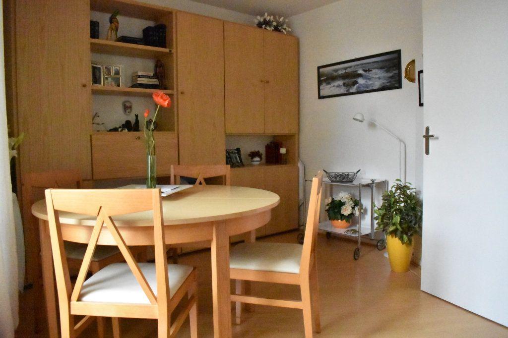 Appartement à louer 1 24m2 à La Rochelle vignette-2