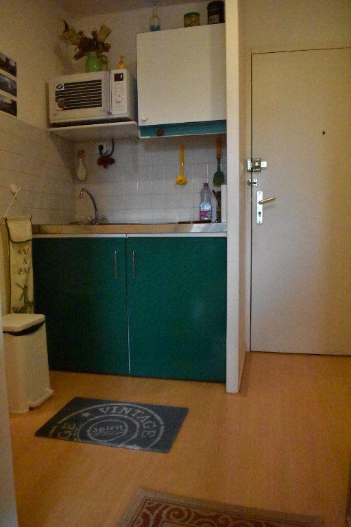 Appartement à louer 1 24m2 à La Rochelle vignette-3