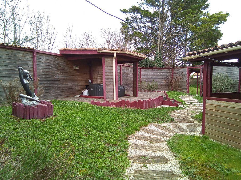 Maison à vendre 7 173m2 à Saint-Hilaire-la-Palud vignette-1