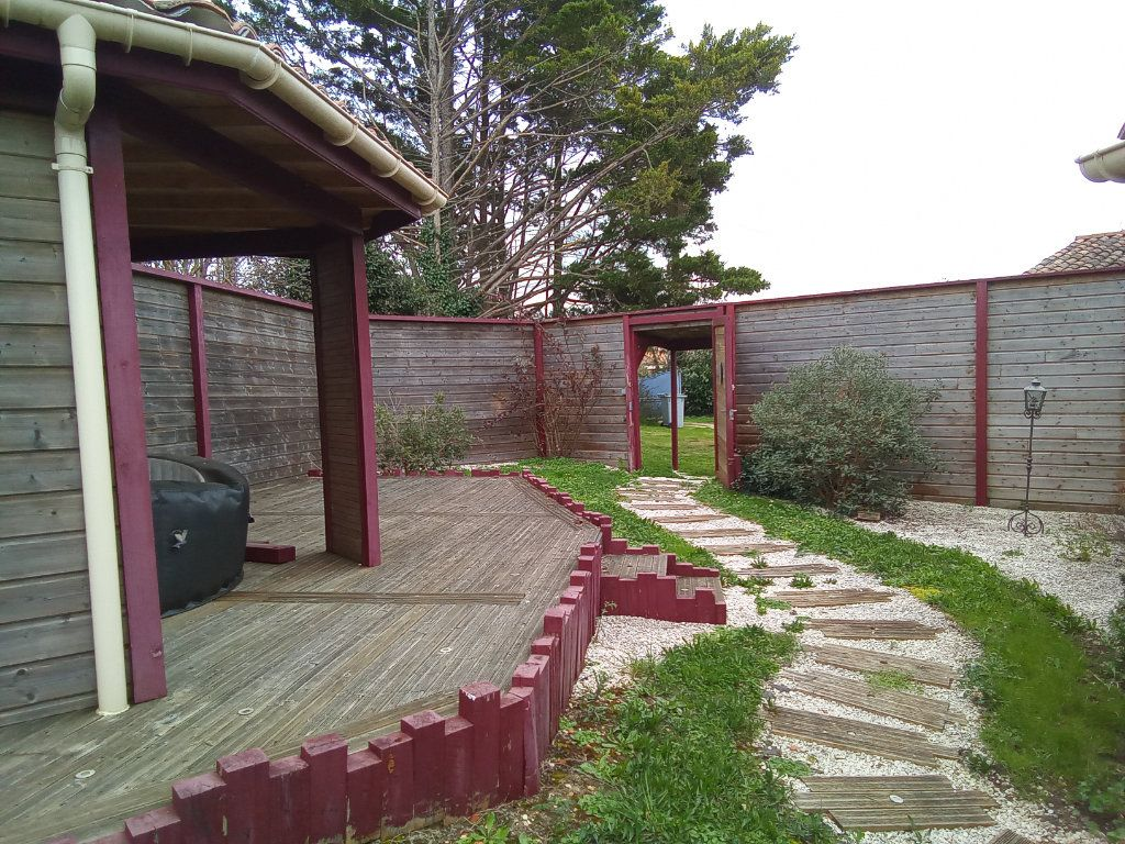 Maison à vendre 7 173m2 à Saint-Hilaire-la-Palud vignette-2