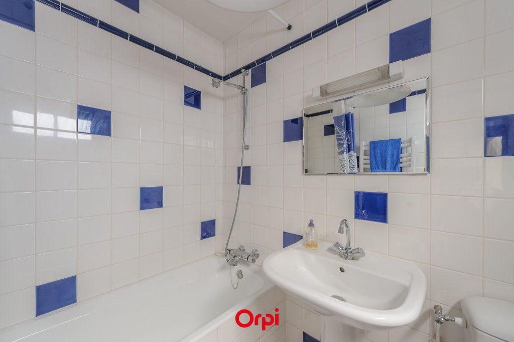 Appartement à vendre 3 65.78m2 à La Rochelle vignette-6