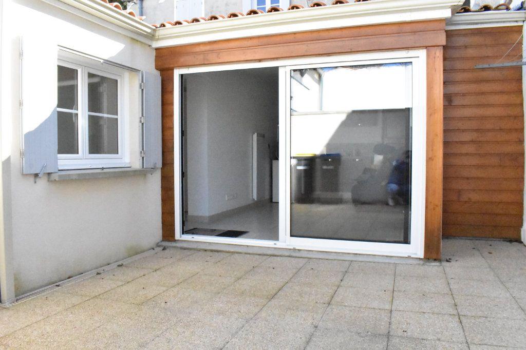 Appartement à louer 3 57.6m2 à Angoulins vignette-1