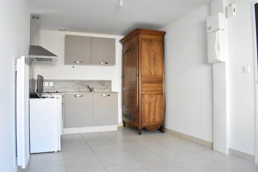 Appartement à louer 3 57.6m2 à Angoulins vignette-3