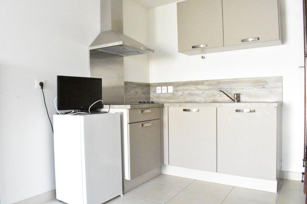 Appartement à louer 3 57.6m2 à Angoulins vignette-5