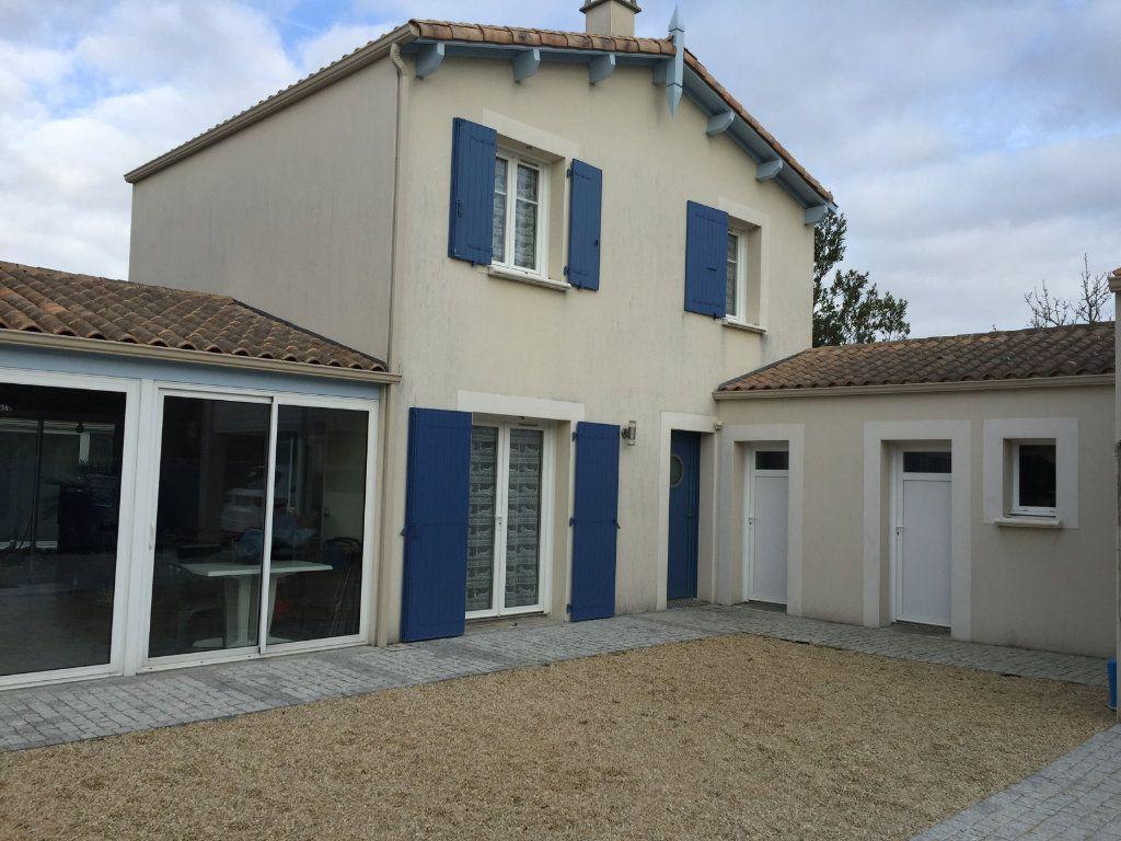 Appartement à louer 2 30m2 à Angoulins vignette-1