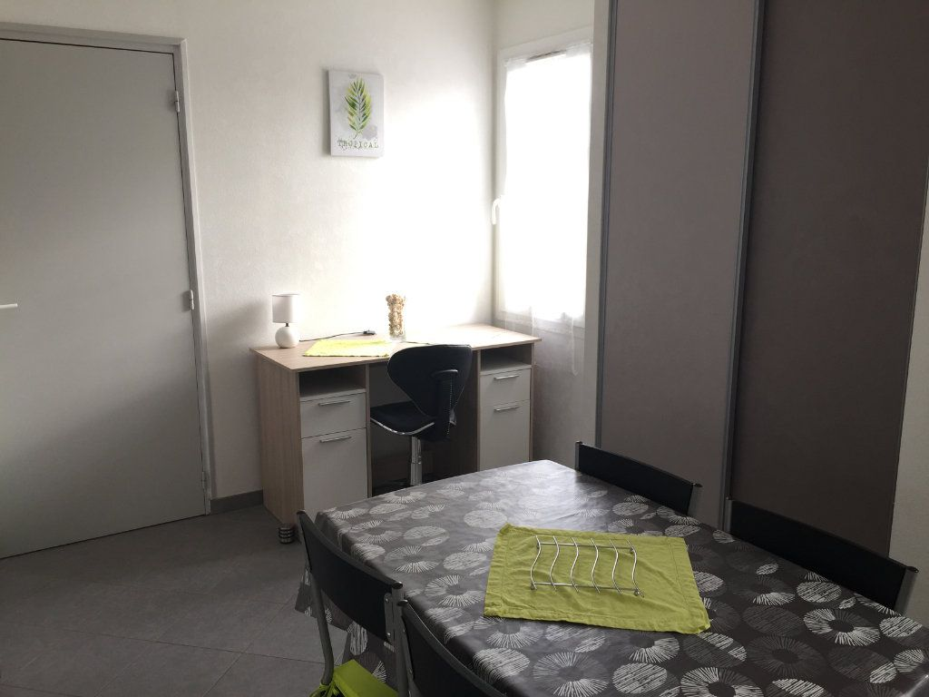 Appartement à louer 2 30m2 à Angoulins vignette-4