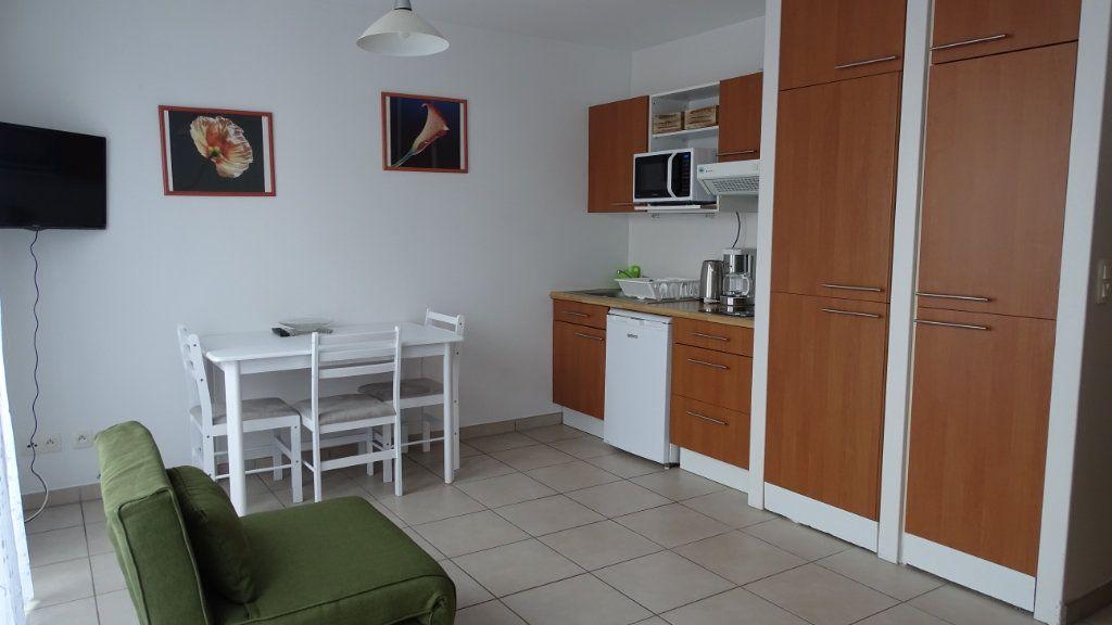 Appartement à louer 1 26m2 à Châtelaillon-Plage vignette-1