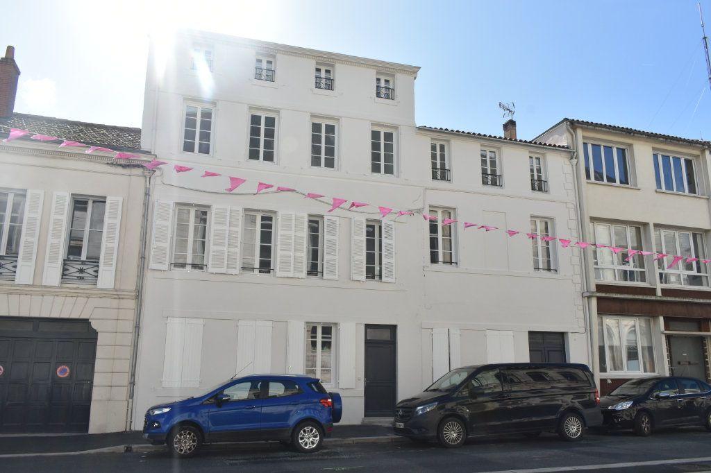 Appartement à louer 3 69.3m2 à Rochefort vignette-1