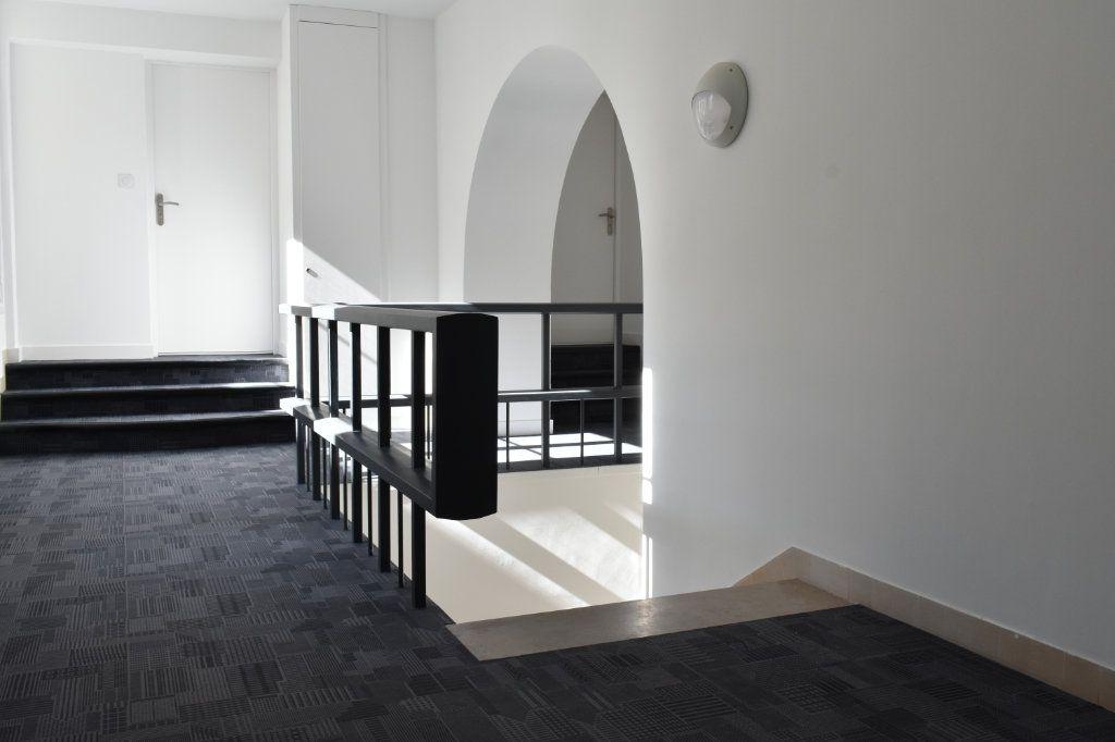 Appartement à louer 3 69.3m2 à Rochefort vignette-2