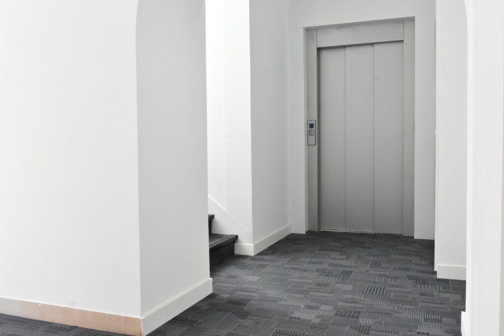 Appartement à louer 3 69.3m2 à Rochefort vignette-3
