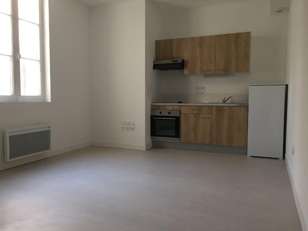 Appartement à louer 3 69.3m2 à Rochefort vignette-5