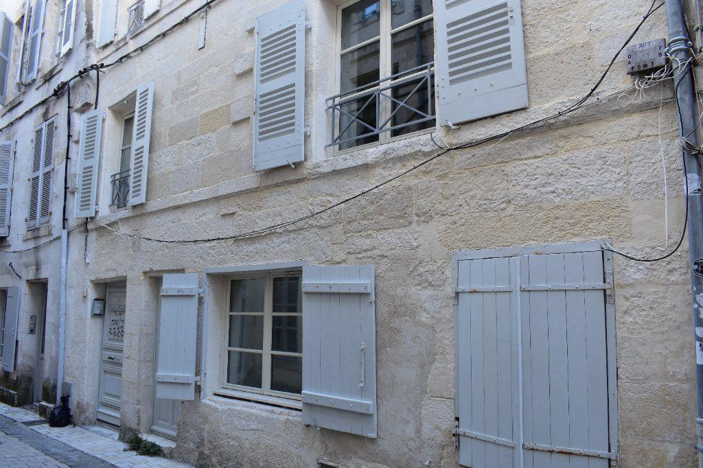 Appartement à louer 1 38m2 à La Rochelle vignette-1