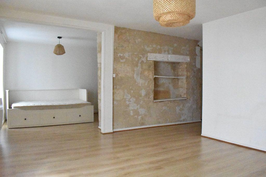 Appartement à louer 1 38m2 à La Rochelle vignette-2
