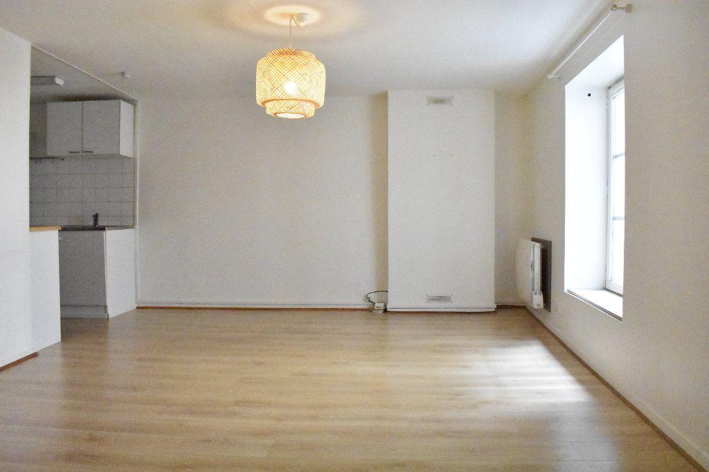 Appartement à louer 1 38m2 à La Rochelle vignette-3