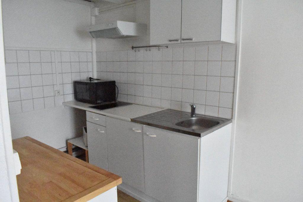 Appartement à louer 1 38m2 à La Rochelle vignette-4