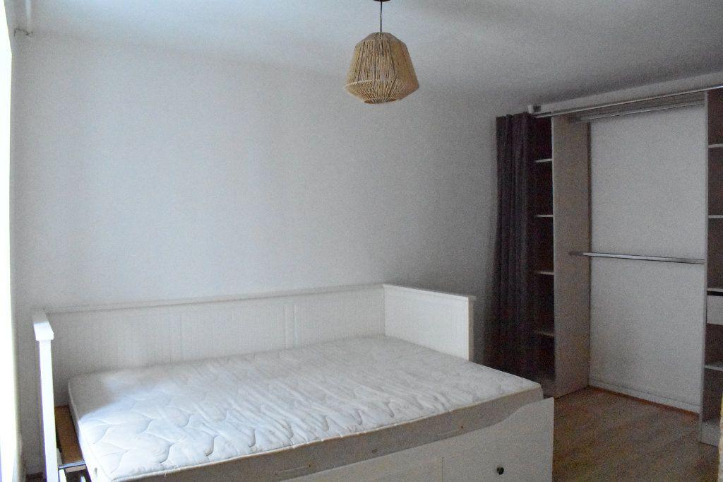 Appartement à louer 1 38m2 à La Rochelle vignette-5