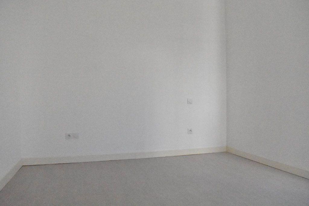 Appartement à louer 2 43.5m2 à Rochefort vignette-5