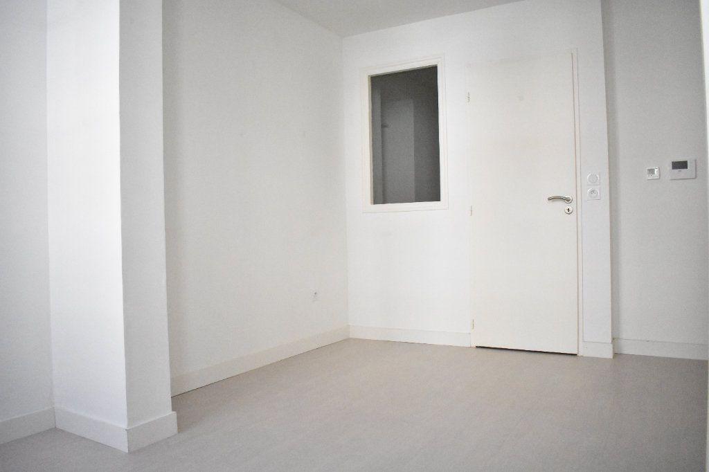 Appartement à louer 1 27.3m2 à Rochefort vignette-1