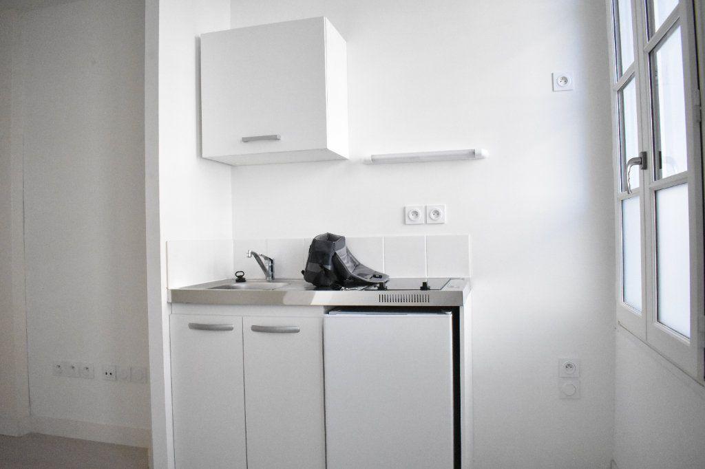 Appartement à louer 1 27.3m2 à Rochefort vignette-2
