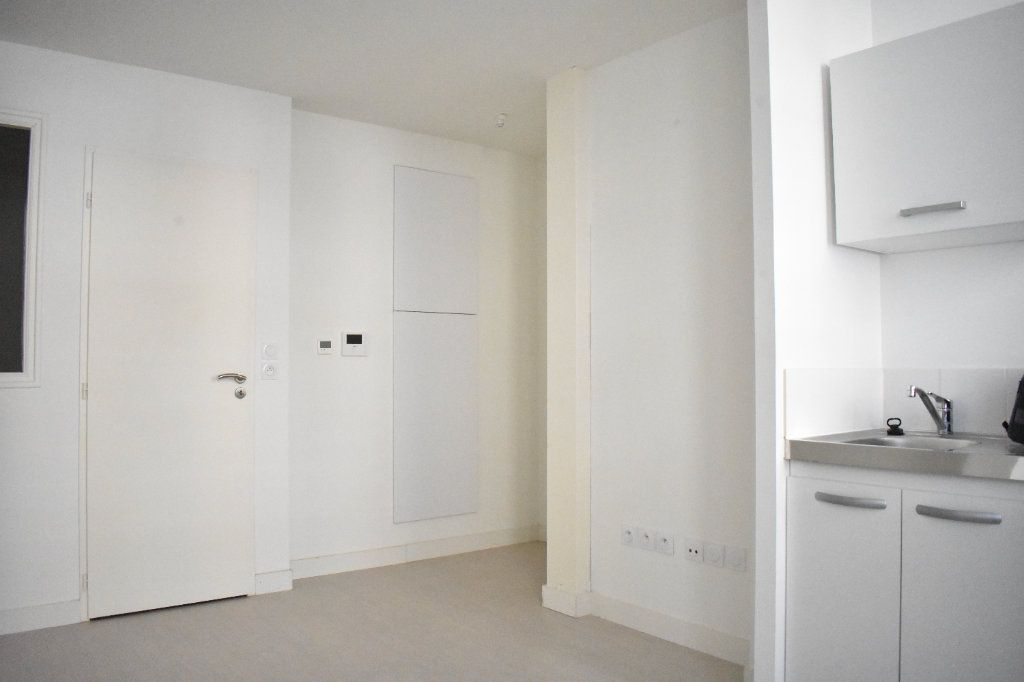 Appartement à louer 1 27.3m2 à Rochefort vignette-3