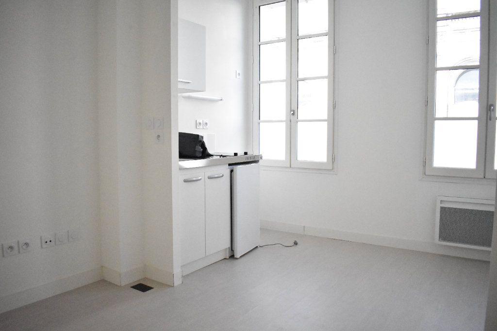 Appartement à louer 1 27.3m2 à Rochefort vignette-4