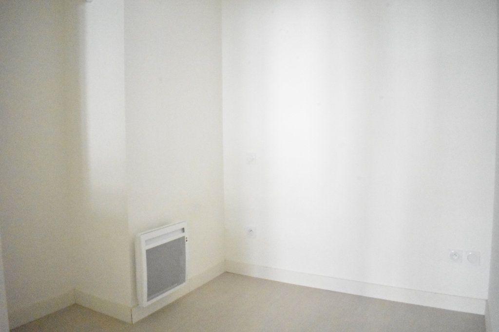 Appartement à louer 1 27.3m2 à Rochefort vignette-5