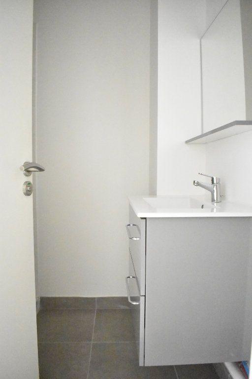 Appartement à louer 1 27.3m2 à Rochefort vignette-6