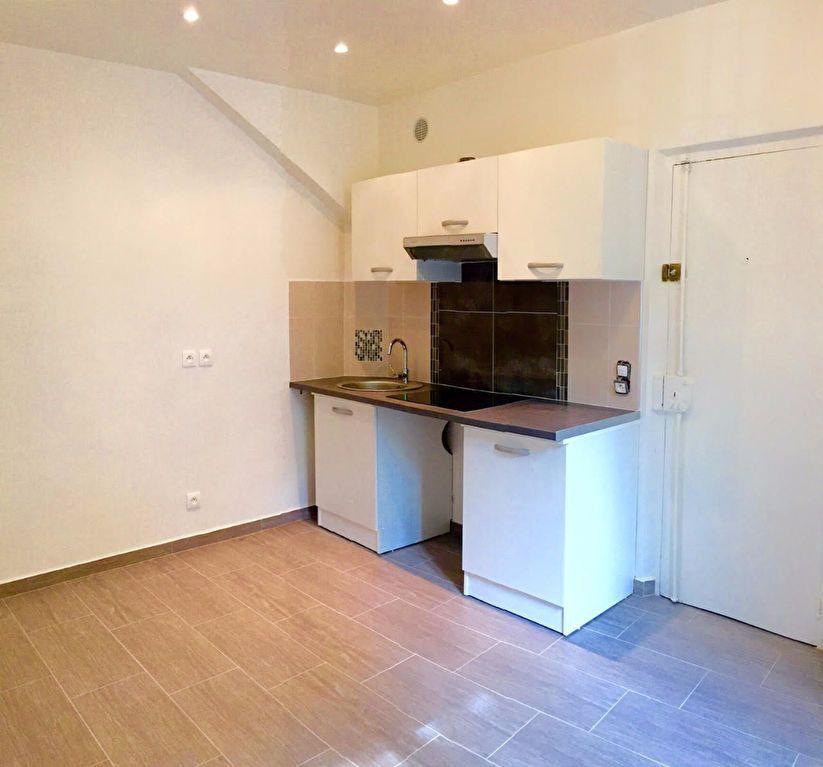 Appartement à vendre 2 26m2 à Aubervilliers vignette-2