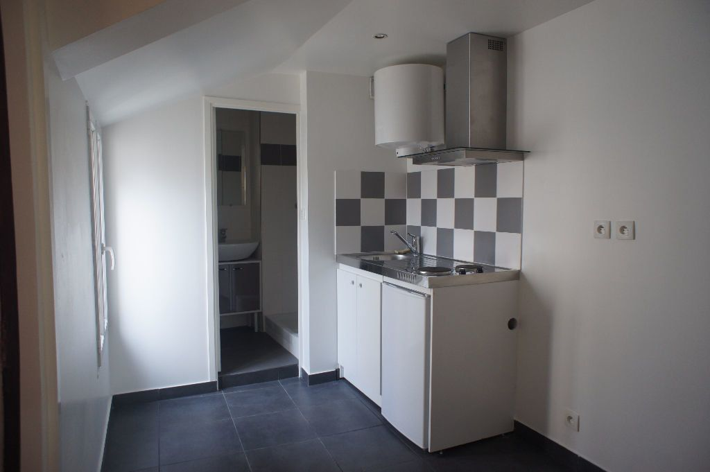 Appartement à louer 1 20m2 à Saint-Denis vignette-1