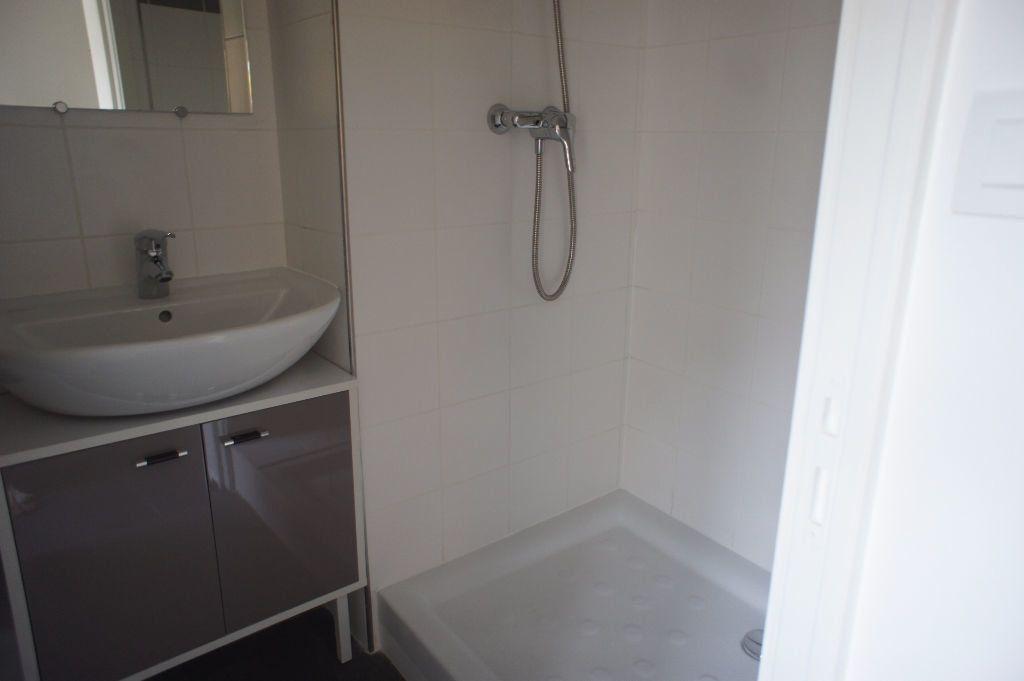 Appartement à louer 1 20m2 à Saint-Denis vignette-4