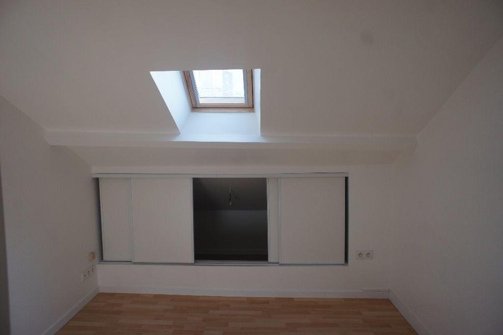 Appartement à louer 1 20m2 à Saint-Denis vignette-5