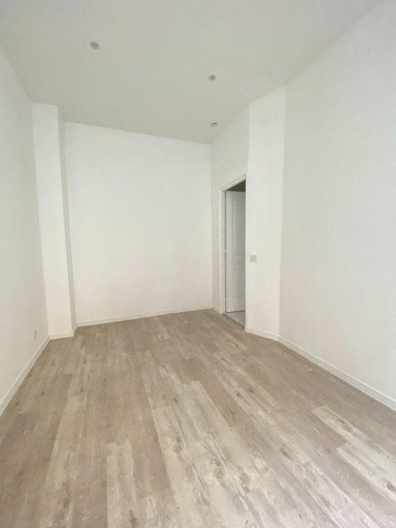 Appartement à louer 2 31m2 à Saint-Denis vignette-2