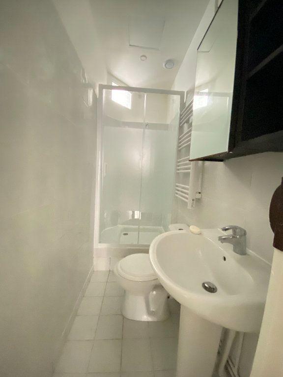 Appartement à louer 2 31m2 à Saint-Denis vignette-3