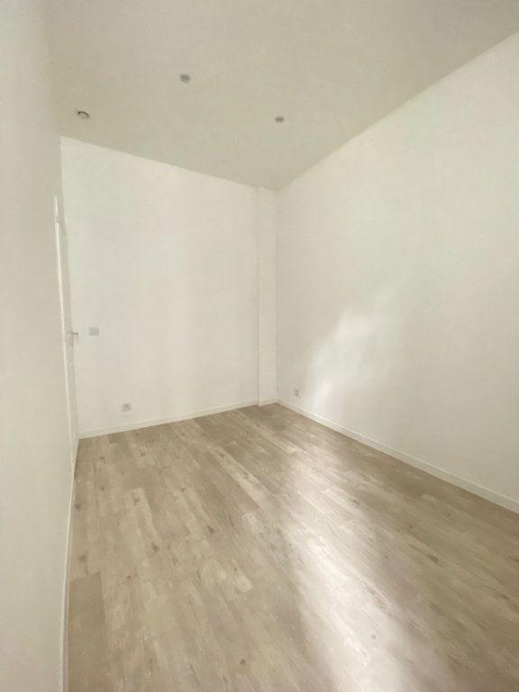 Appartement à louer 2 31m2 à Saint-Denis vignette-6